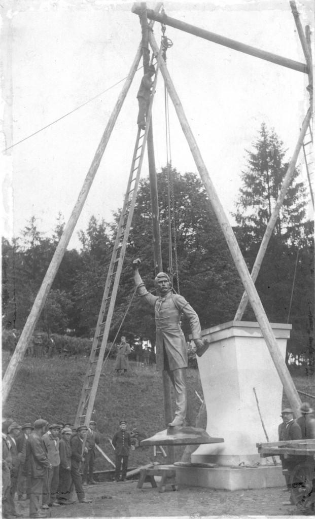 Instalace pomníku roku 1924